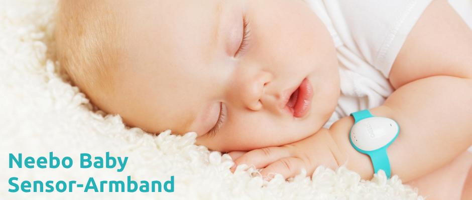 Das Neebo Sensor-Armband prüft die Vitalwerte Deines Babys. Die Daten gehen in Echtzeit auf Deinem iPhone ein.